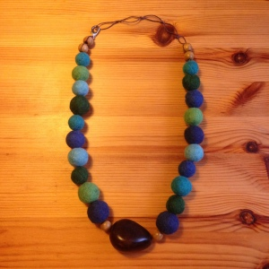 A necklace to the joy of both mother and baby