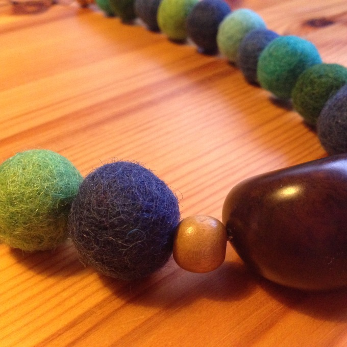 Baby nursing necklace with wool and wooden beads